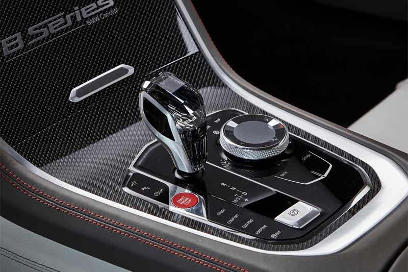 nuova-bmw-serie-8-concept-interni-particolare-swarovski-9095445